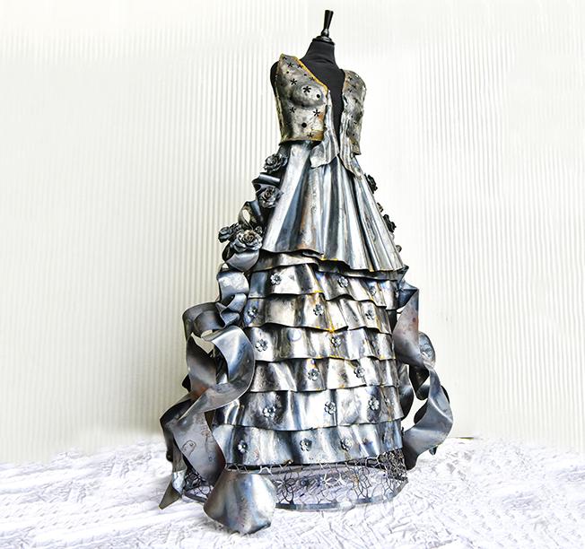 Vestito in ferro realizzato per l'anniversario della ditta Mininno